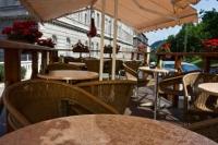 Vár alatt turisták által látogatott exkluzív étterem és kávézó eladó ingatlan hirdetéshez feltöltött kép